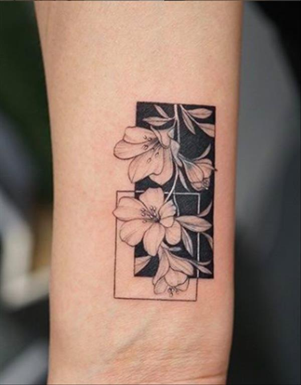 33 Simple Geometric Tattoo Designs With Animals And Flowers The First Hand Fashion News For Females In 2020 Geometric Tattoo Design Small Geometric Tattoo Geometric Tattoo Pattern