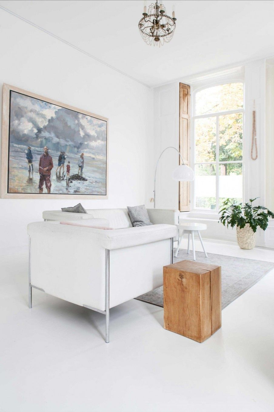 Lichte woonkamer met witte meubels | Bright living room with white ...
