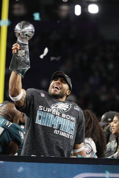 Super Bowl LII Philadelphia Eagles Mychal Kendricks Victorious Holding Up Vince Lombardi Trophy After Winning Game