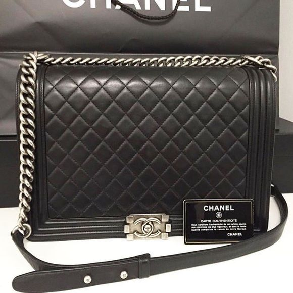 924ce1eefa6b72 Chanel boy bag Used in excellent condition Chanel Le boy size large lambskin  shoulder bag comes with everything CHANEL Bags Shoulder Bags