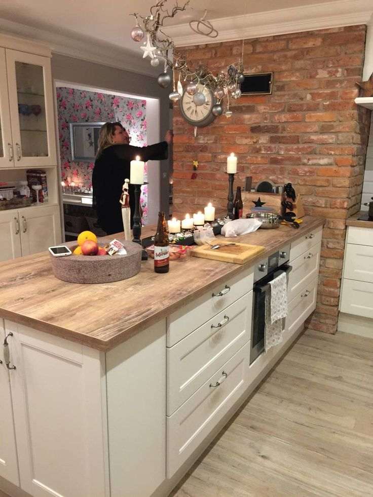 Küchenblock landhausstil  Stadtvilla mit Ländlichem Charme von miacasa | Landhaus küche ...