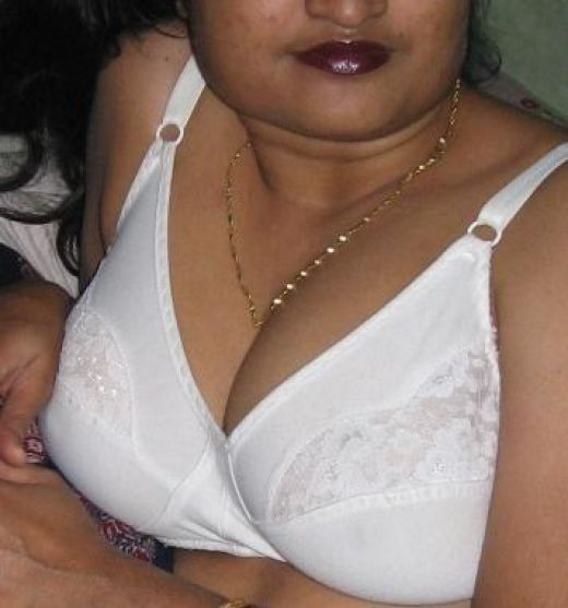 Nude indian girls with white bra photos