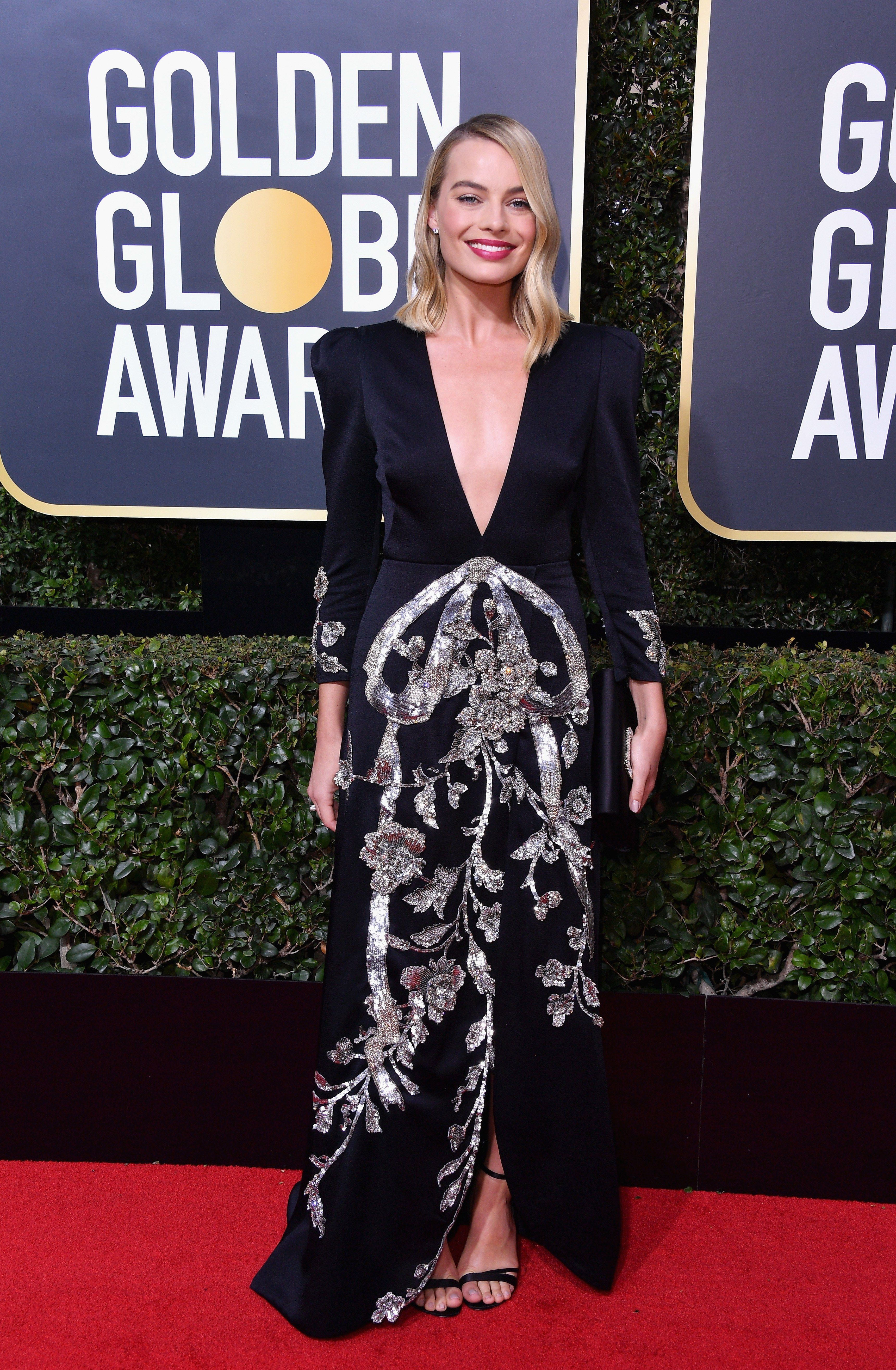 c59597ae33e Margot Robbie in Roger Vivier and Gucci with Tiffany - 2018 Golden Globes   timesup