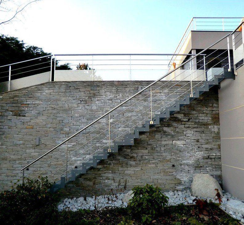 escalier ext rieur droit ferro avec limon cr maill re acier et marches en caiboti escalier. Black Bedroom Furniture Sets. Home Design Ideas