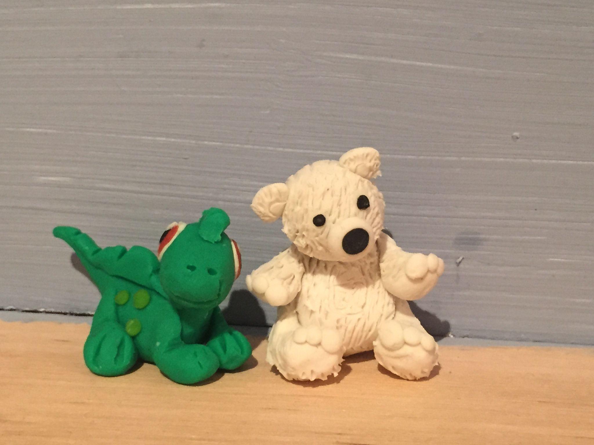 Osito y dinosaurio de plastilina