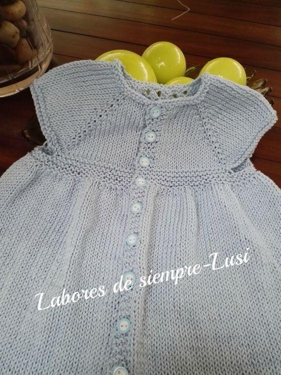bf9df4455 Vestido bebé en color celeste para una talla de 3 meses en adelante.Se comienza  por el cuello .Con calado central.Terminado con borde de c.