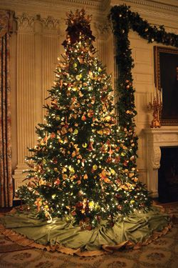 Franklin Pierce Was The First President To Have A Decorated Christmas Tree In The White Hous White House Christmas Tree White House Christmas Christmas Candles