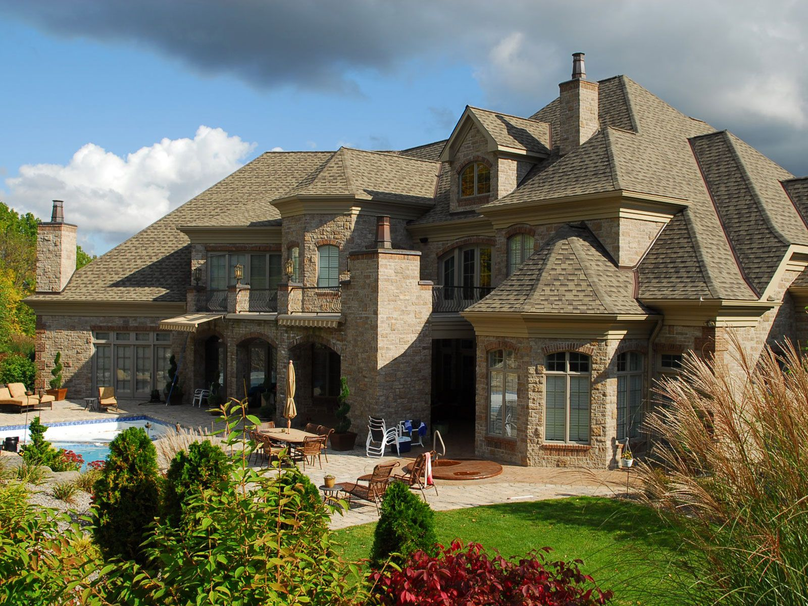 Cambria q stone with clay brick accents dream home for Beautiful dream homes