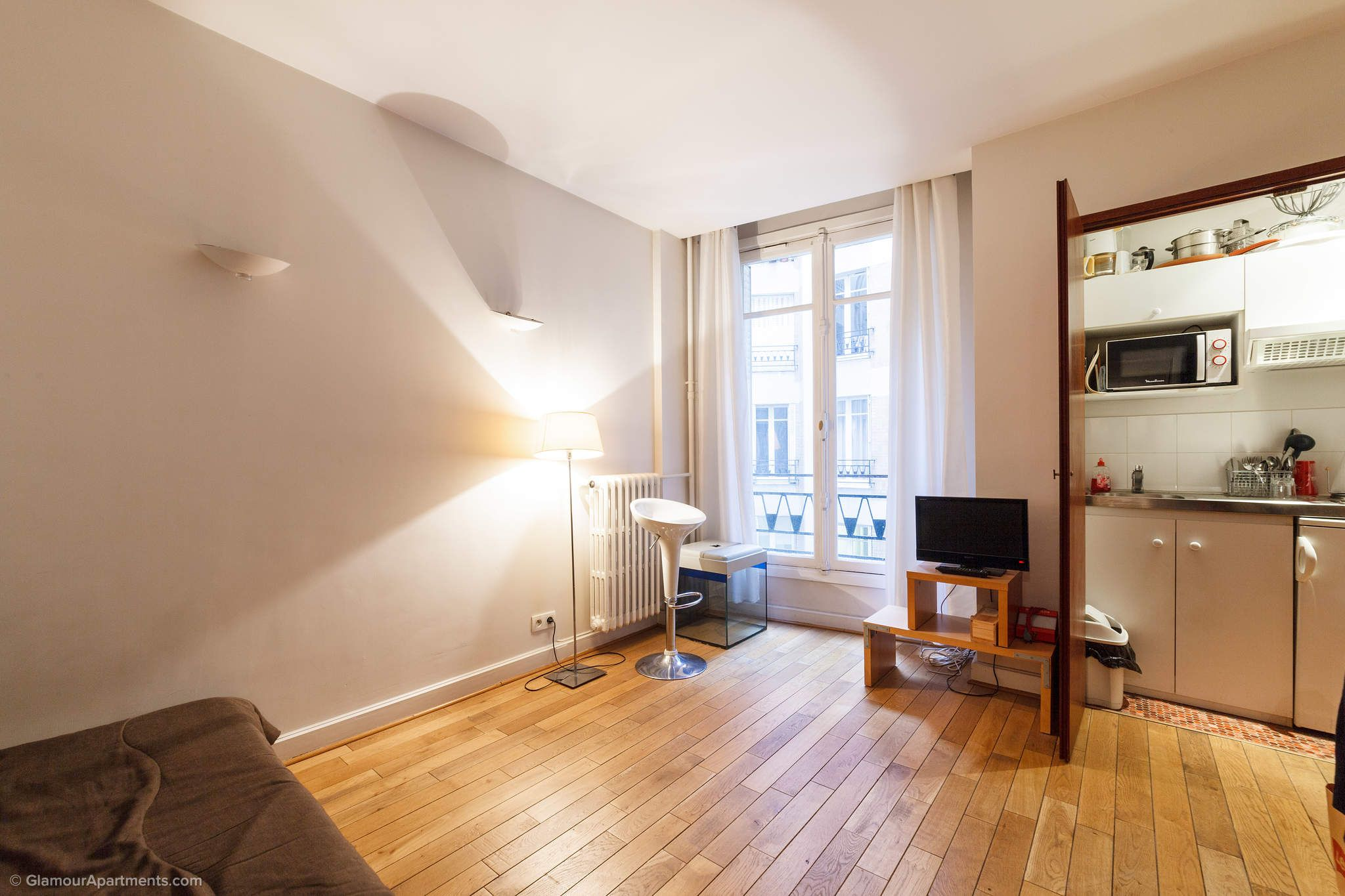 Furnished Studio Apartment For A Long Term Rent On Avenue Pierre 1er De Serbie In The 16th District Of Paris Comfortable Compact Flat S An