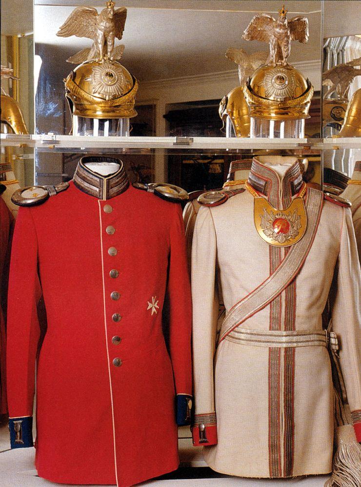 garde du corps officers gala uniforms on the left is the blood red court uniform and on the. Black Bedroom Furniture Sets. Home Design Ideas