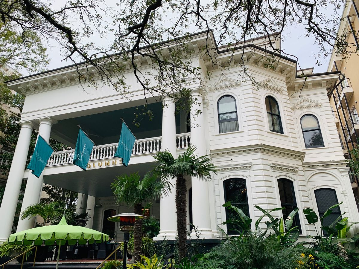 The Columns Gets A Glow Up New Orleans Homes Garden District Grand Staircase