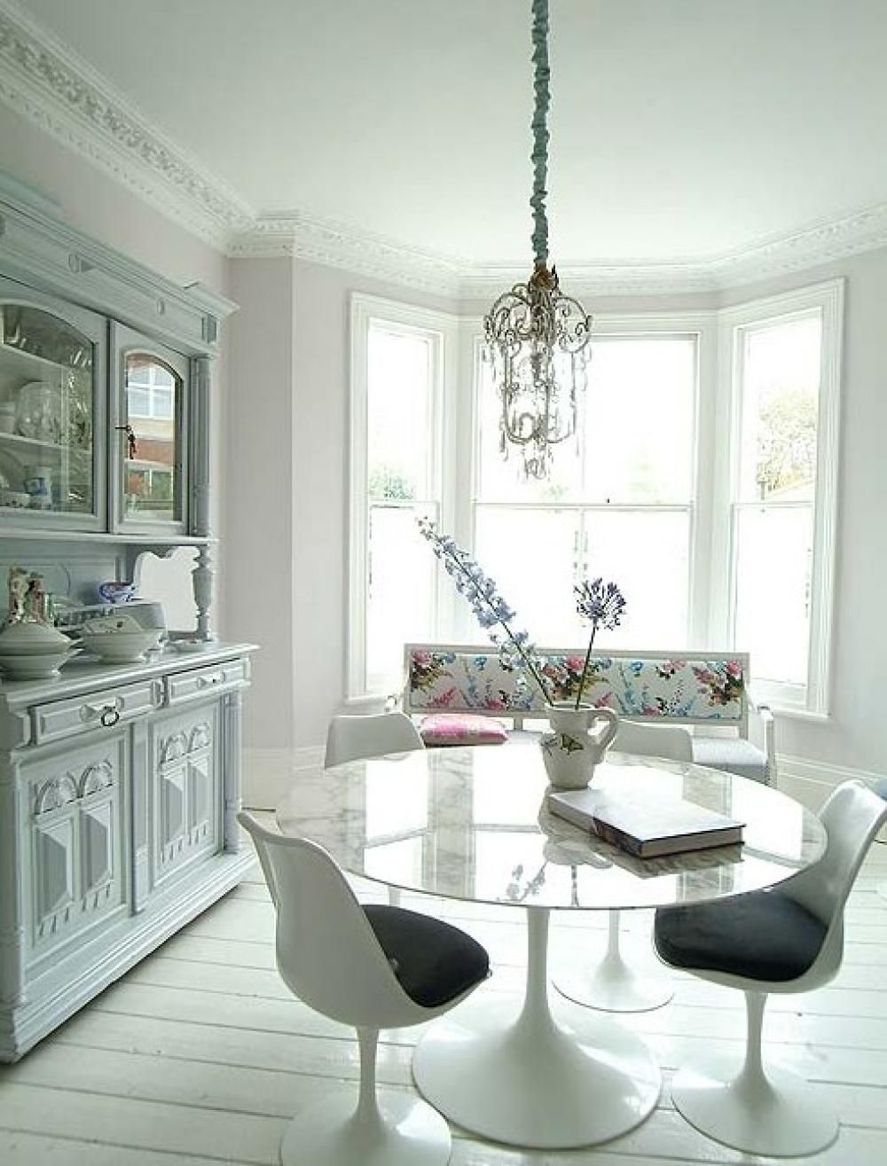 Breakfast Table In Living Room With Classic Hanging Lamp Decoration ...