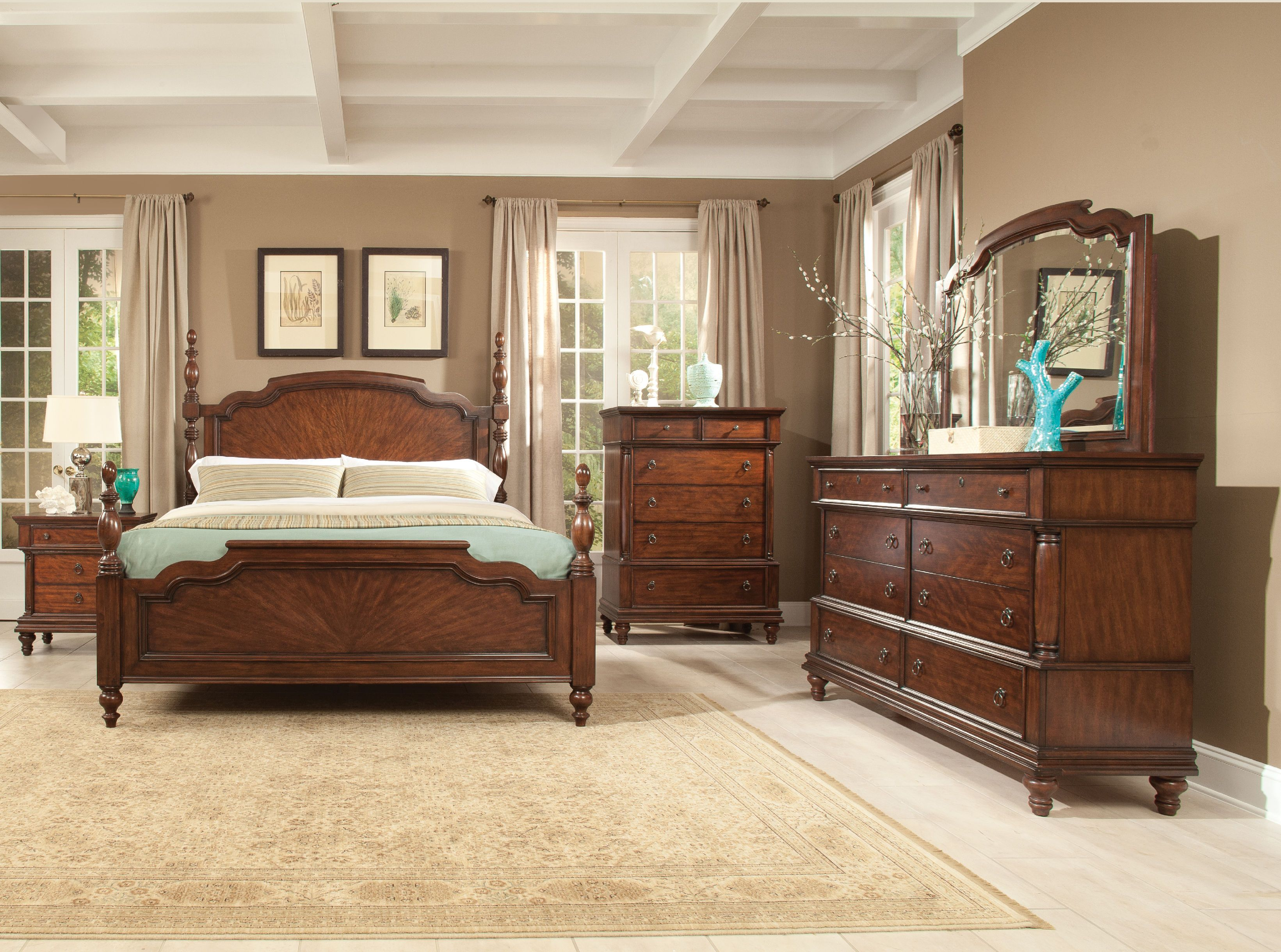 Traditional 18th century and west indies deign elements for Very bedroom furniture