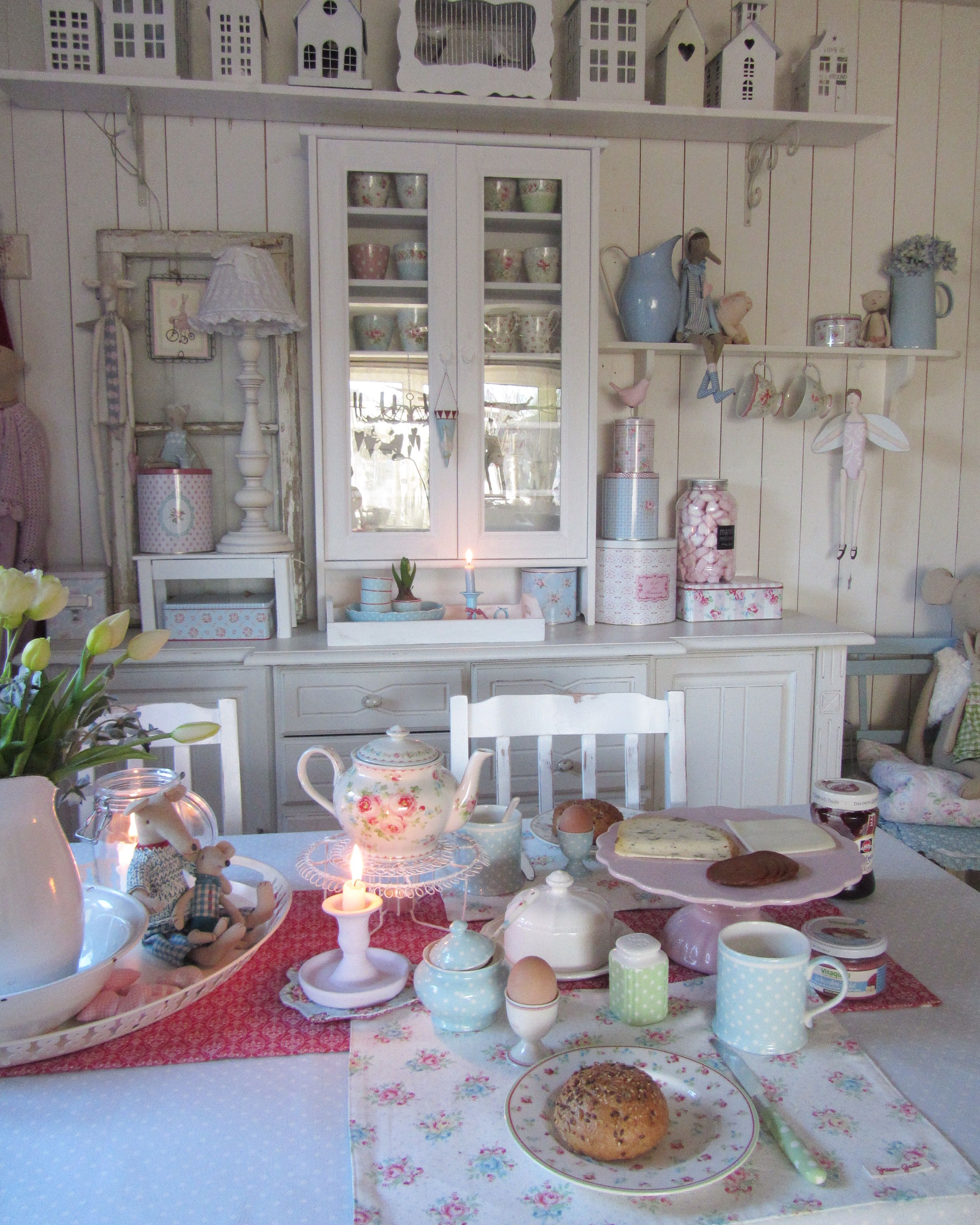 Landhausküchen Shabby Chic I Like The Idea Of Covering Horrid Tiles Or A Shabby Wall With