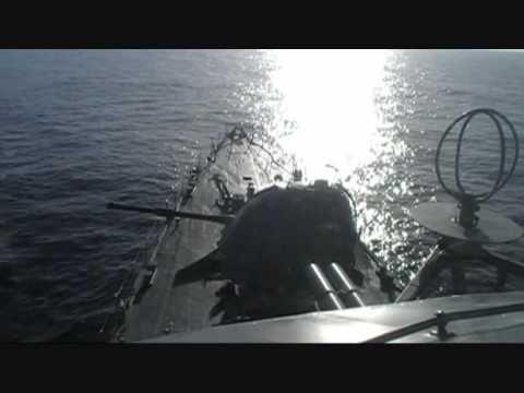 Fragata Independência efetua tiros de canhão na Joint Warrior 101