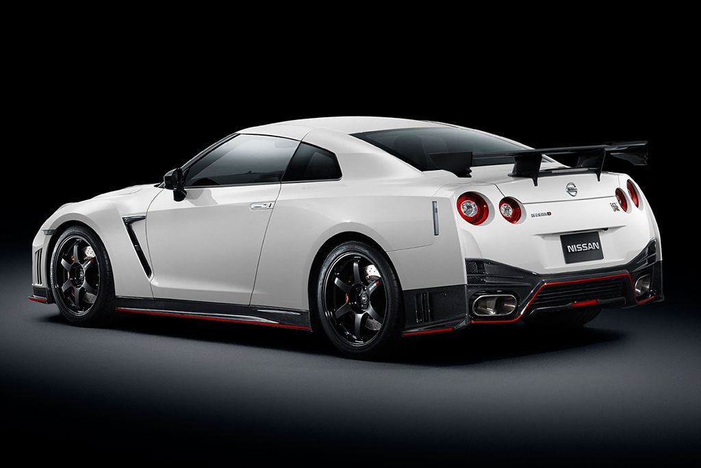 Nissan Gt R Nismo Is Unveiled And Takes A Lap Of The Nurburgring