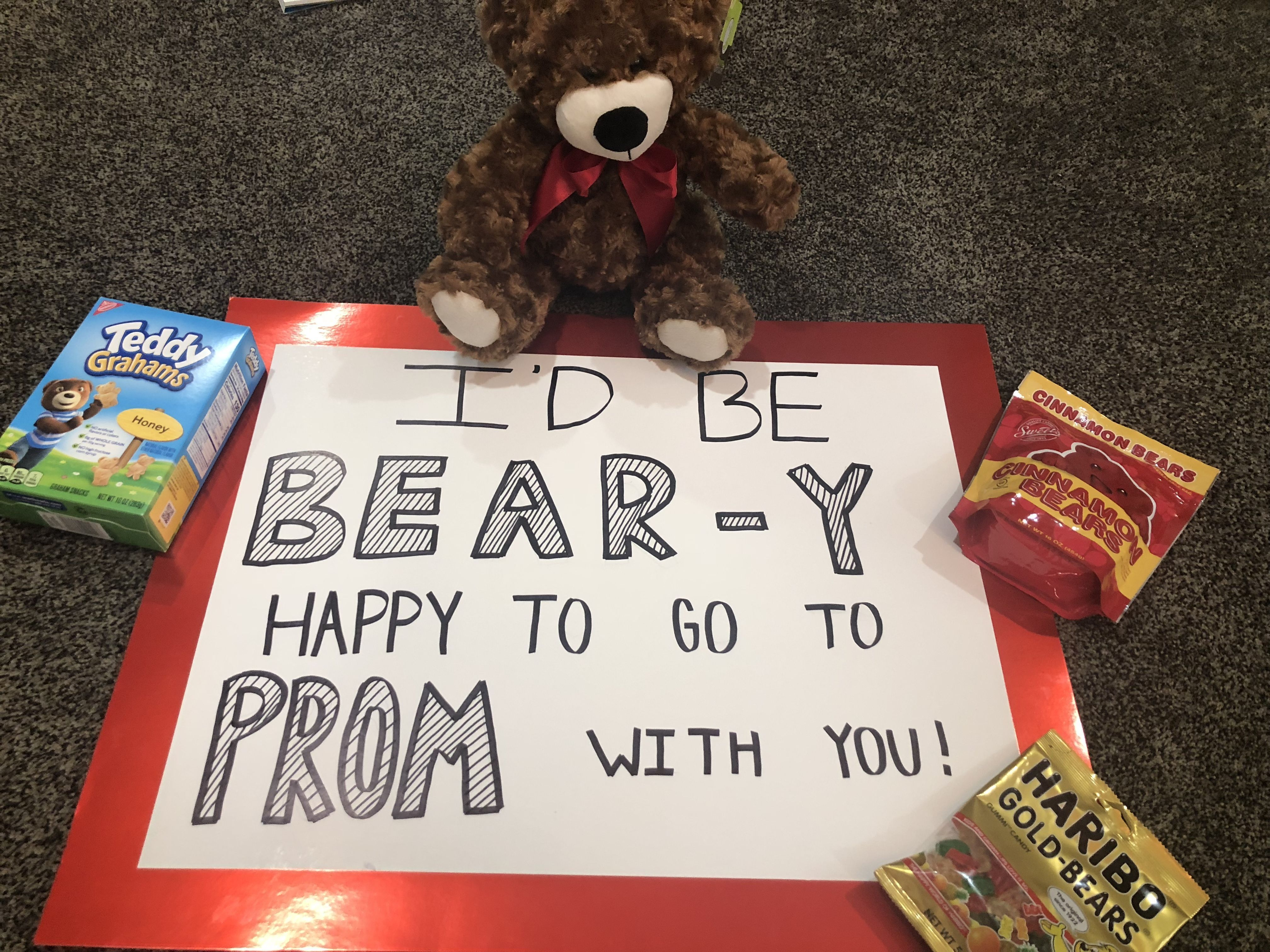 I'd be BEARY happy to go to prom with you! Promposal/ prom response/ dance asking #bestfriendprompictures #hocoproposals