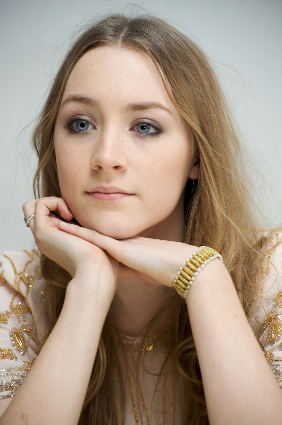 Saoirse Ronan With Images Celebrities The Lovely Bones Actresses