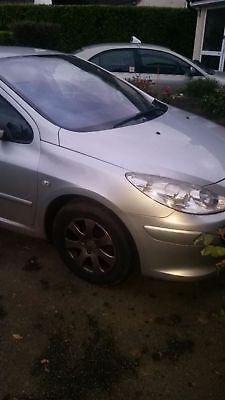 eBay: Peugeot 307 2006 1.4 petrol spares or repairs Drives fine. oil