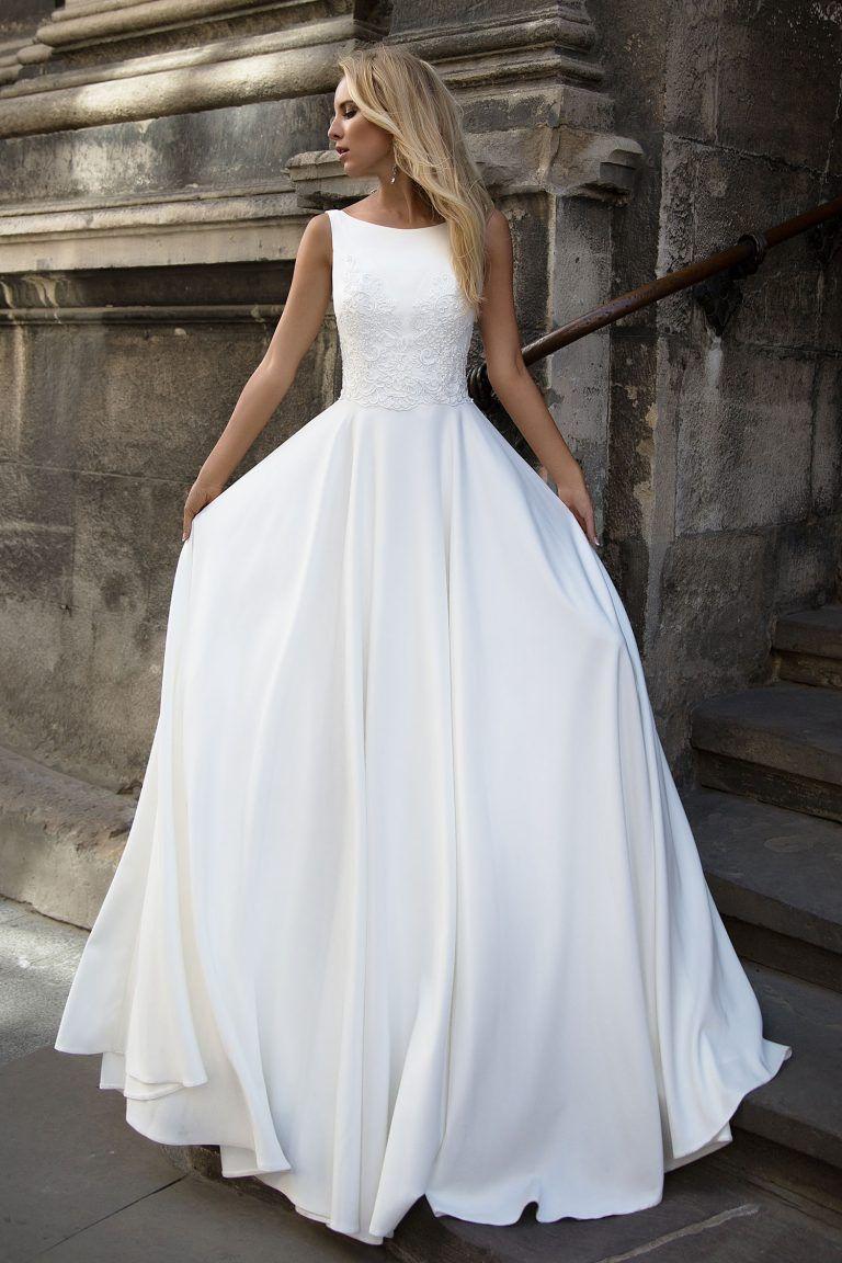 Robe de mariée fluide avec dentelle sur le