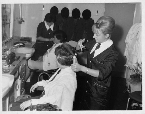 salon de coiffure annee 60 projets essayer pinterest coiffure coiffeur et salon de coiffure. Black Bedroom Furniture Sets. Home Design Ideas