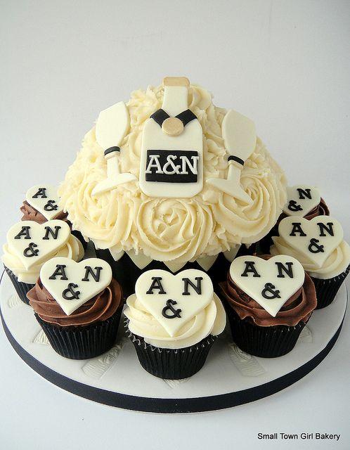Giant anniversary cake | Aniversario Bodas/Wedding Anniversary ...