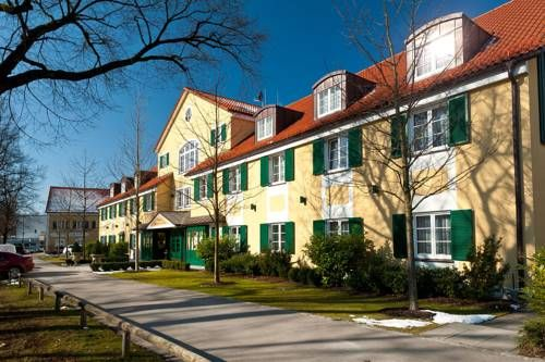 Hotel Freisinger Hof Munchen This Munich Hotel Is Located In A Quiet Area Next To The Englischer Garten Park 6 Km From The Ci Munich Hotels Quiet Area Terrace