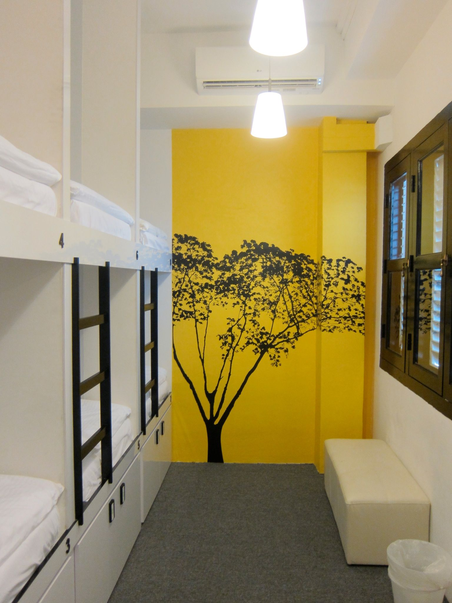 Singapore wink hostel hotel hostel capsule hotel for Decor do hostel