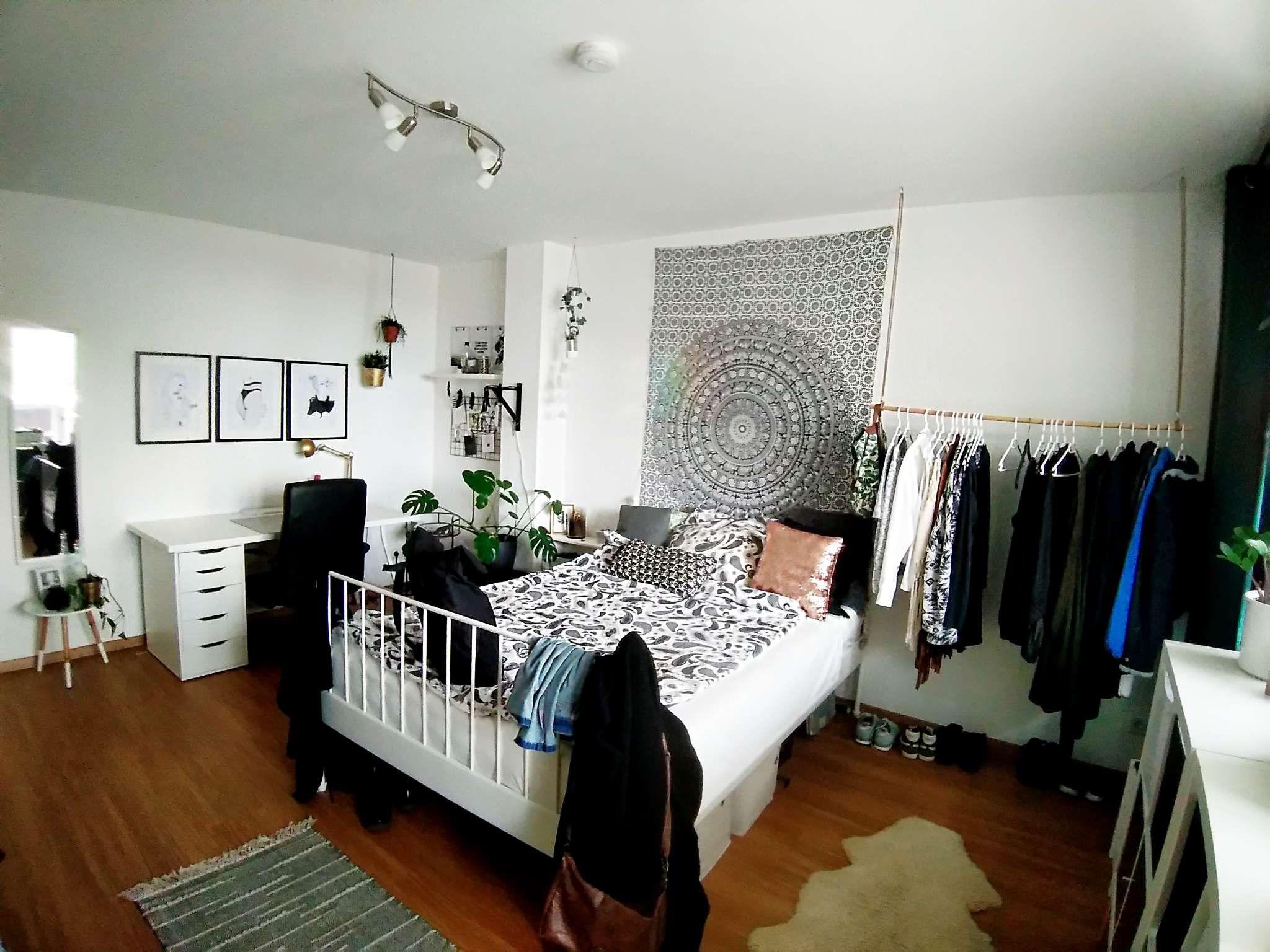 Helles Und Schönes Wg Zimmer Mit Mandala Tuch über Dem