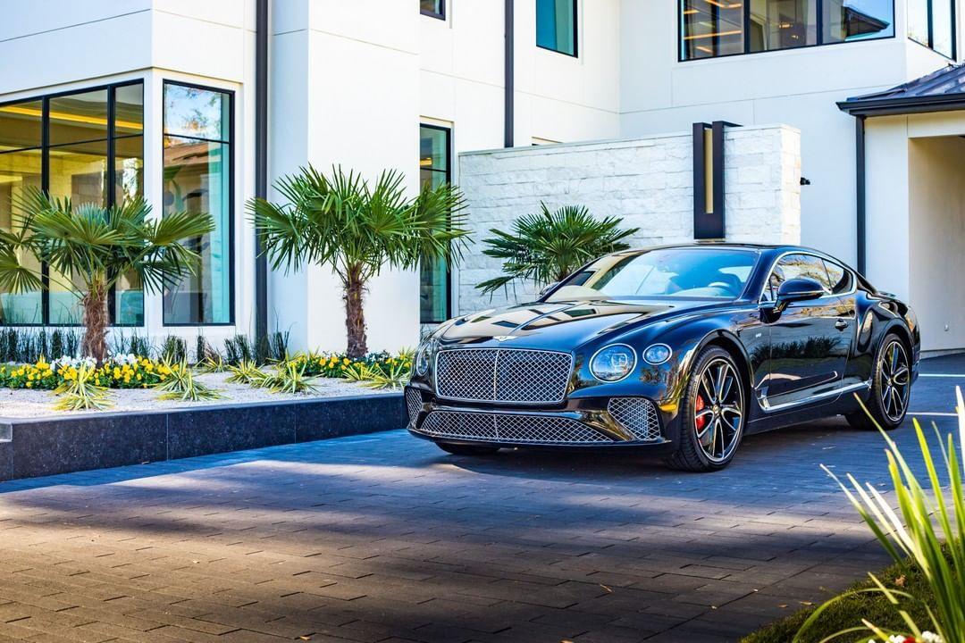 Pin By Quak On Bentley In 2020 Bentley Luxury Car Brands Dream Cars