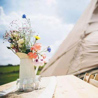 These relaxed styled flowers are the perfect compliment to a tipi wedding. #tipiwedding #tipihire #tipievents #floraldesign #tipihiremidlands image by @yvonnelishman