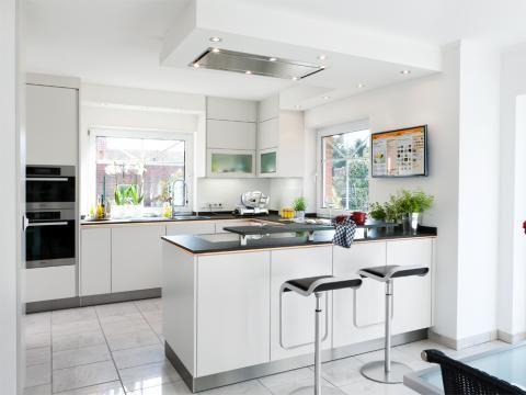 Offene Küche in Weiß - reddy küchen münster