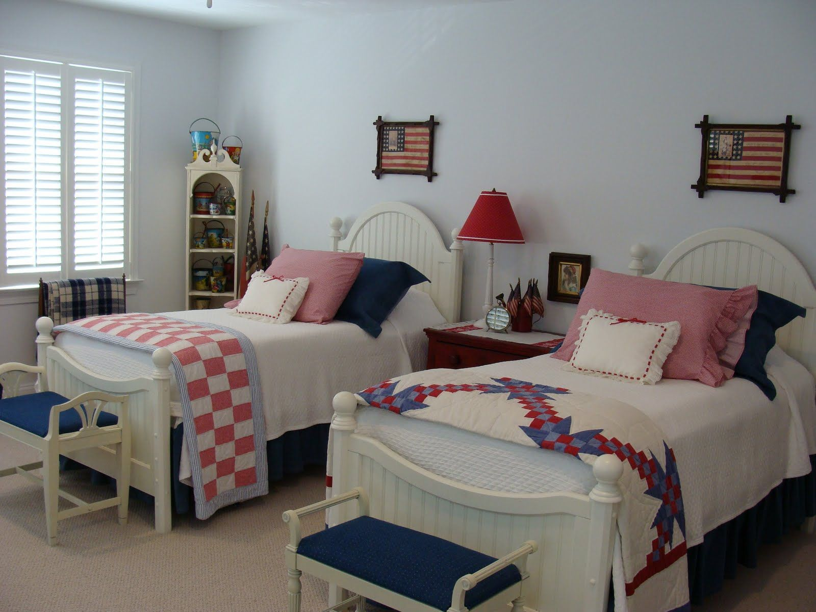 red white and blue bedroom | This is my favorite bedroom. She's done it in