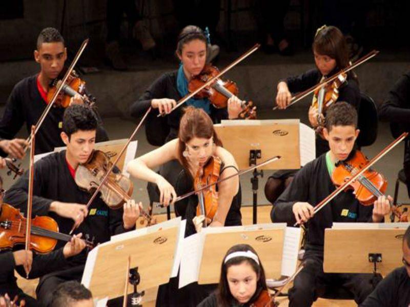 """No encerramento da programação de 2013, o projeto """"Música no MCB"""" celebra formações orquestrais com três apresentações, nos domingos, 1º, 8 e 15 de dezembro, sempre às 11h."""