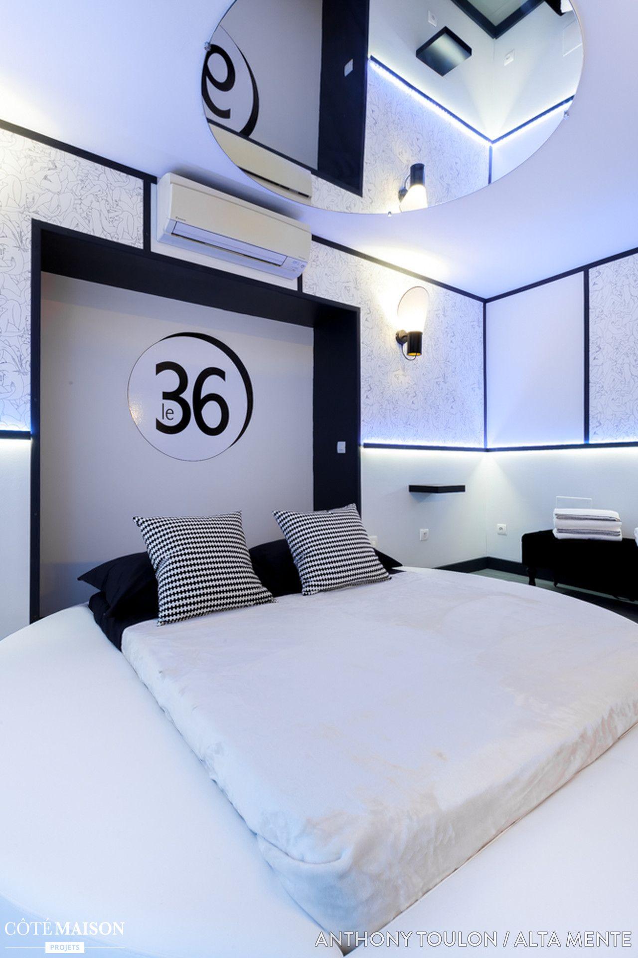 Une chambre ultra cocooning avec tapis de poils couverture en