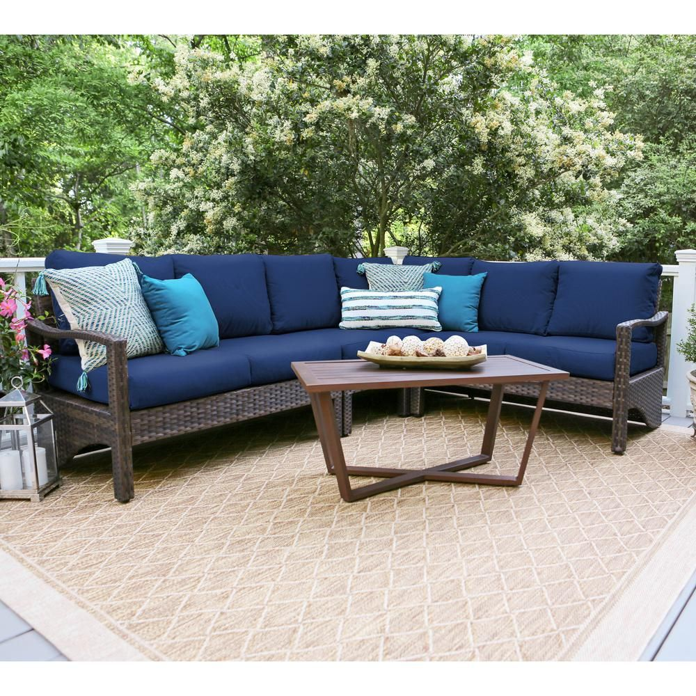 Leisure Made Augusta 5 Piece Wicker Outdoor Sectional Set With Navy Cushions