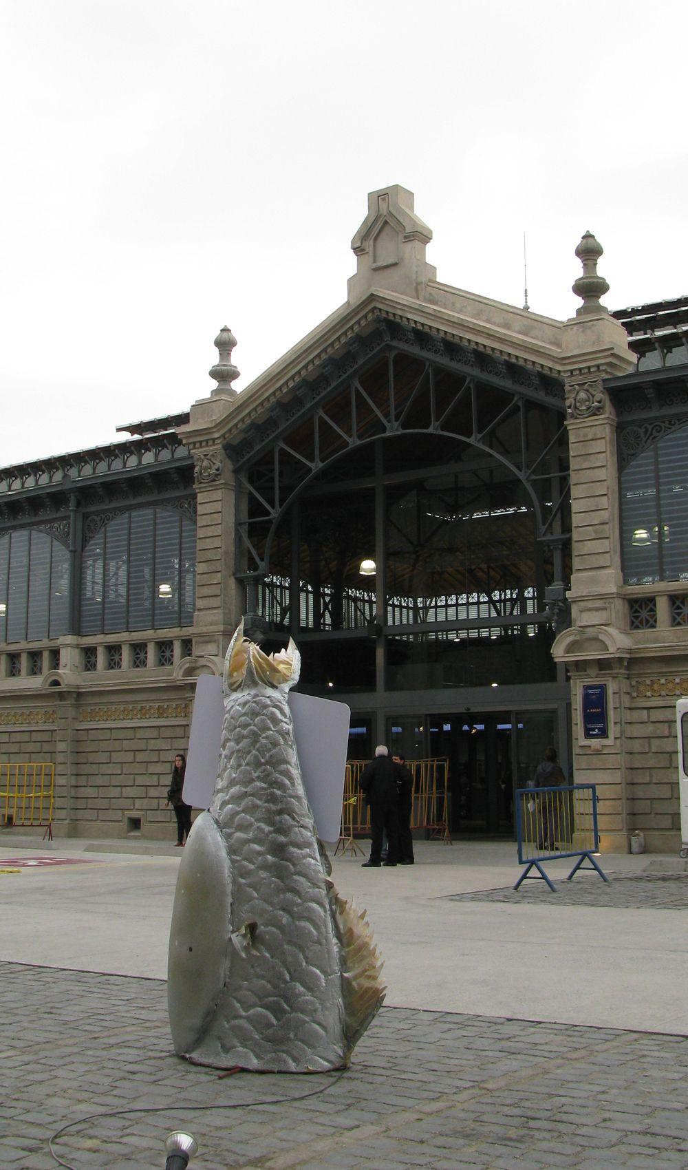 """""""El Mercado Agrícola es el ancla del barrio"""", aseguró la intendenta de Montevideo, Ana Olivera, durante la conferencia previa a la inauguración del remozado edificio de la zona de Goes. El nuevo mercado alberga 107 locales con una variada oferta comercial."""