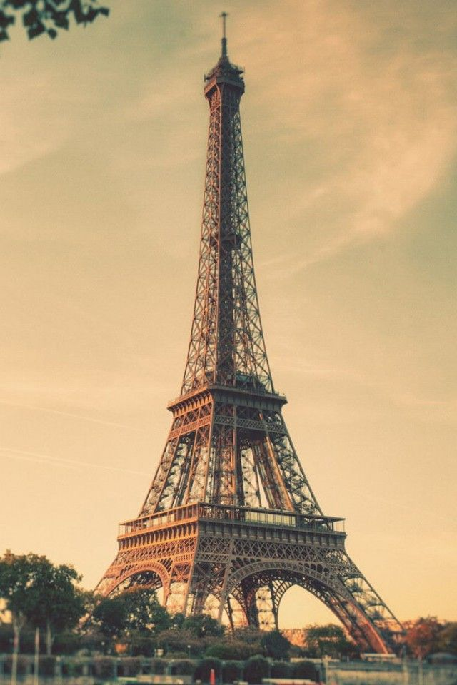 Download Vintage Eiffel Tower 640 X 960 Wallpapers 4657593