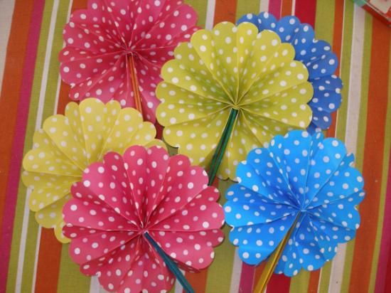pack de pai pais de lunares en diferentes colores (abanico)  papel,madera papel plegado