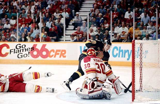 Pavel Bure Vs Mike Vernon Vancouver Canucks Calgary Flames Nhl Hockey Calgary Flames Canucks Flames