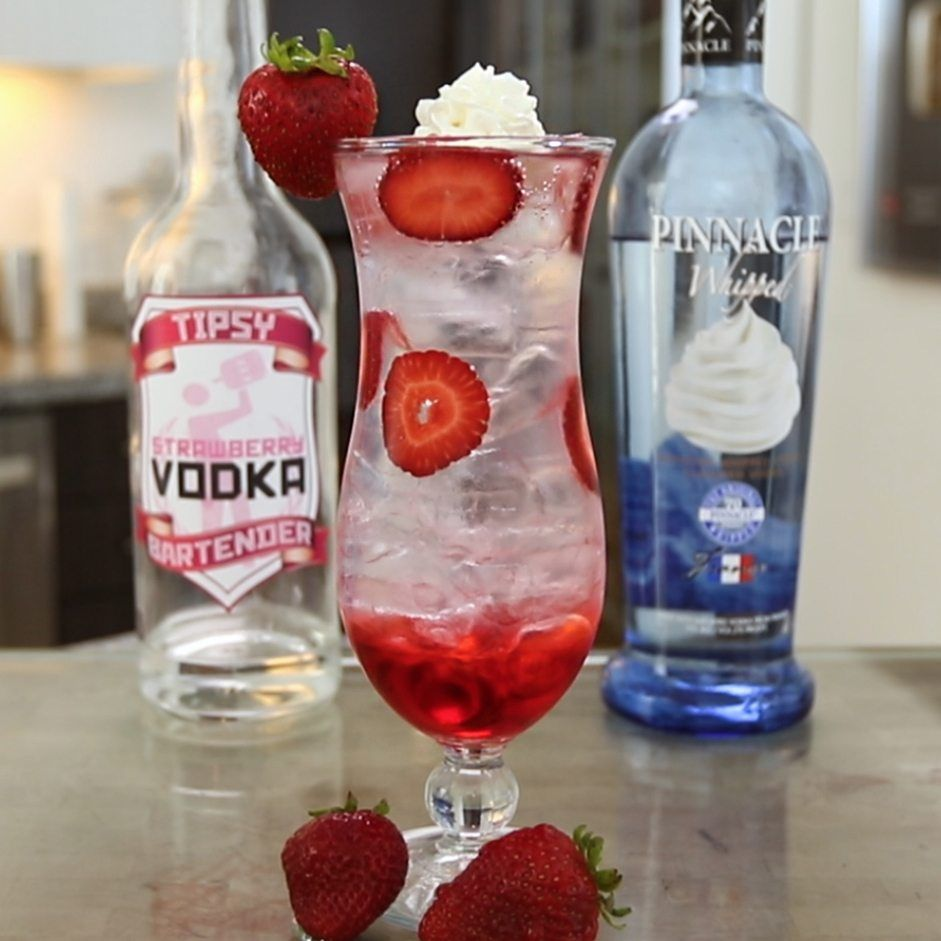 Strawberry And Cream Cocktail Tipsy Bartender Recipe Fun Drinks Alcohol Strawberry Cocktails Strawberries And Cream