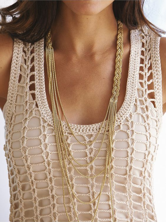 #Crochet - I like the idea of this as a top rather than a dress. And how about that necklace done in crochet threads? Crochetemoda: Julho 2012: