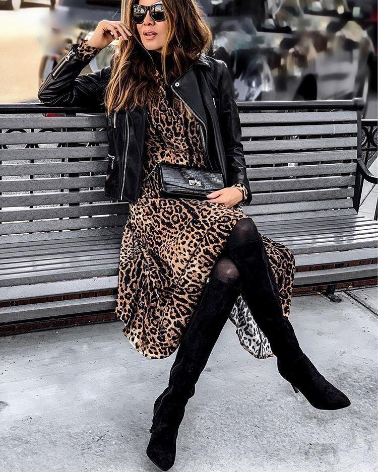 Giacca di pelle nera sopra un vestito alla moda e alla moda stampa leopardo …