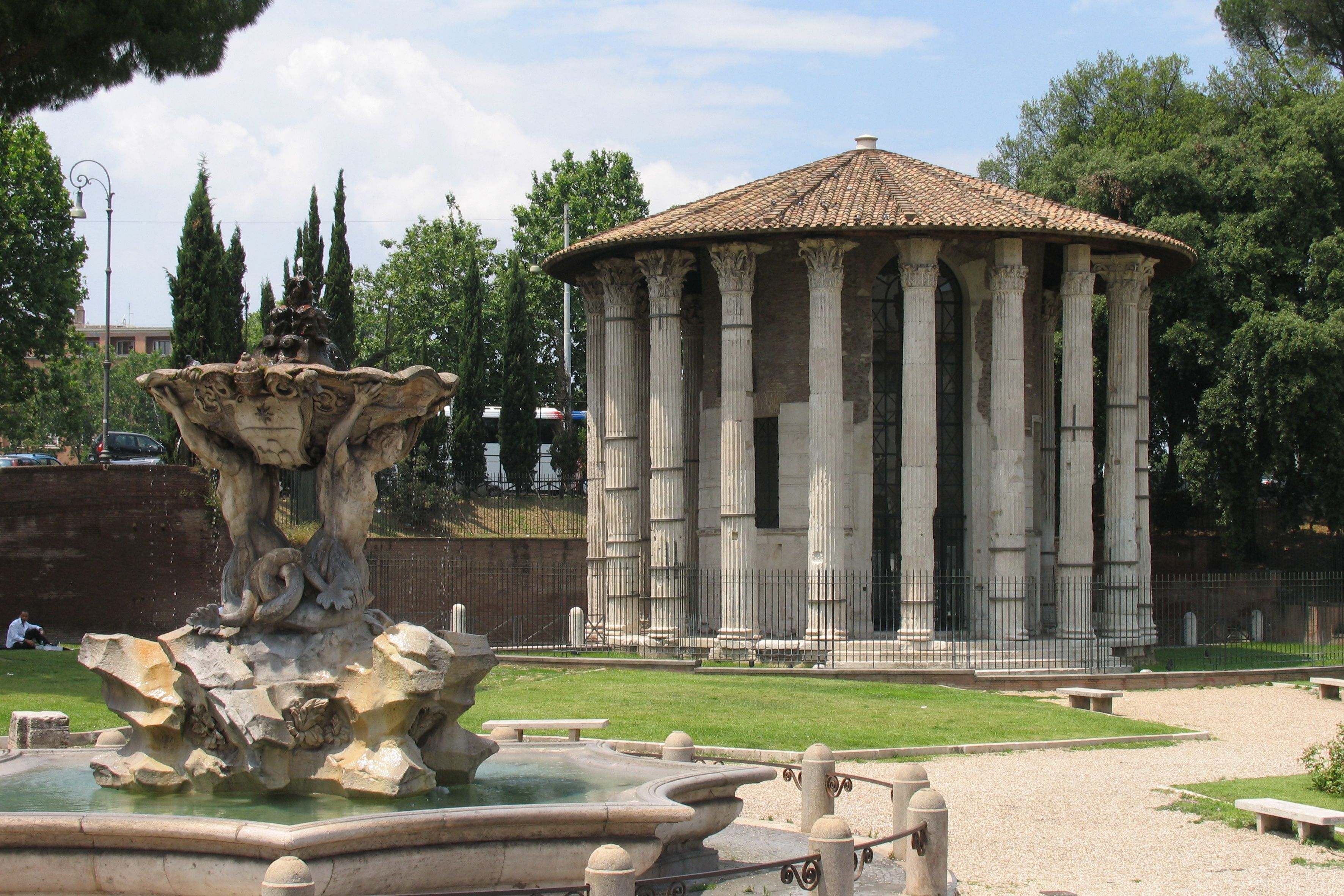 SIGHTS. Tempio Di Vesta. Long called the Temple of Vesta because of its similarity in shape to the building of that name in the Roman Forum, it's now recognized as a temple to Hercules Victor. All but one of the 20 Corinthian columns of this evocative ruin remain intact. Lik