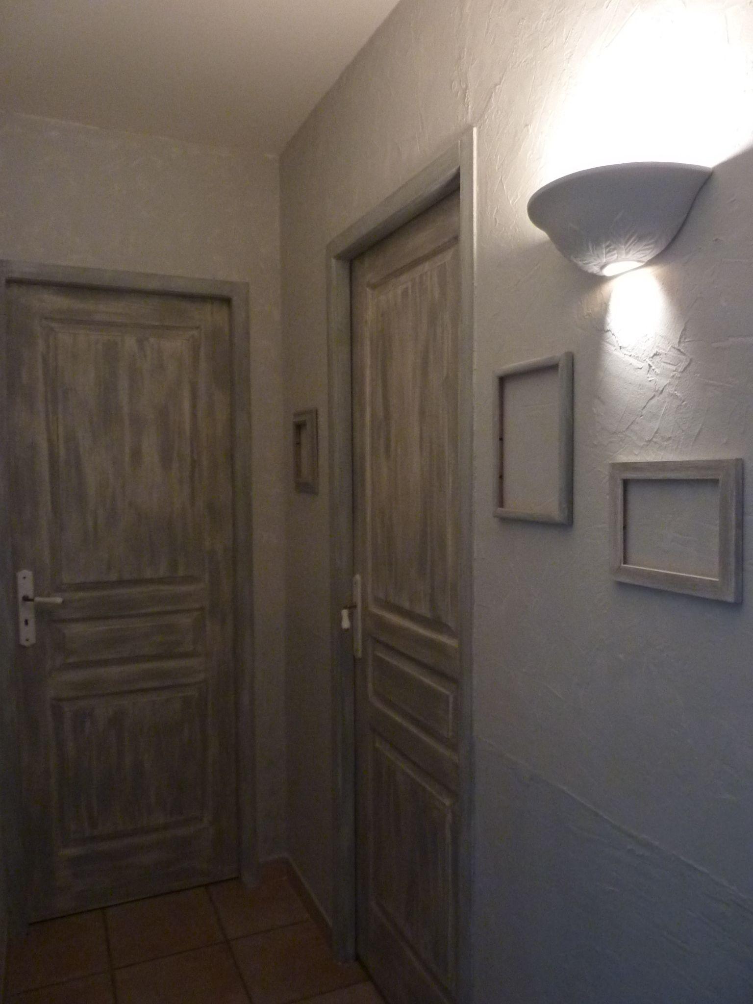 Couloir passe partout porte peinte effet vieilli Peinture porte