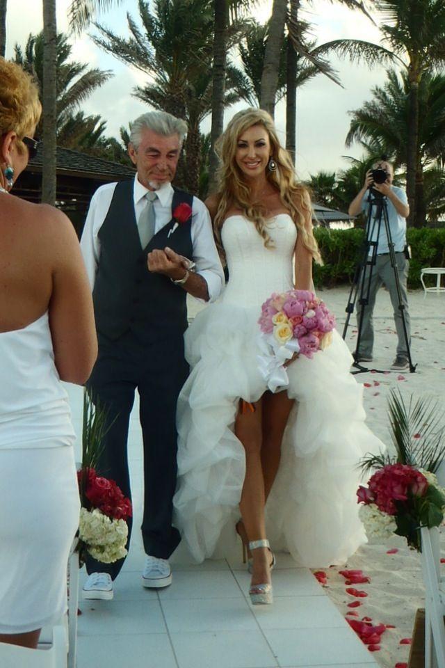 Beach wedding Dress...Love this dress soooo much!   Becoming a Wifey ...