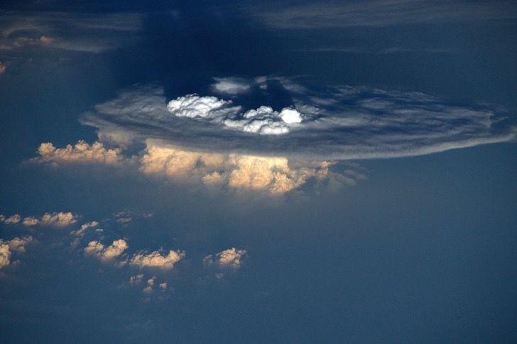 """cumulonimbos  """"Supongo que había una gran tormenta por debajo de esa nube"""""""