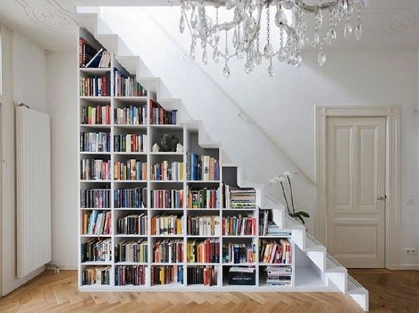 quelques id es cr atives de rangement sous pente bibliotheque sous escalier sous escalier et. Black Bedroom Furniture Sets. Home Design Ideas