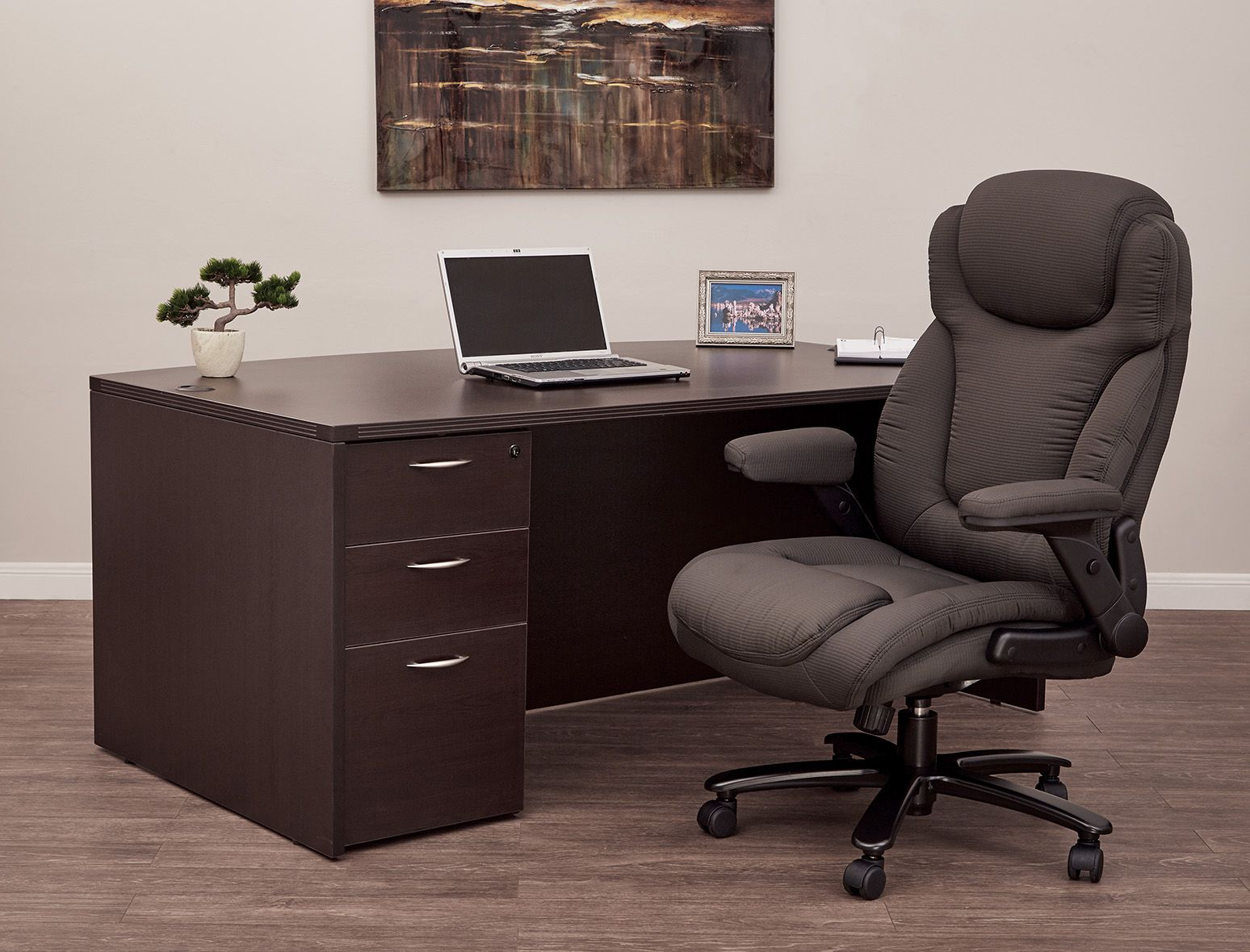 Get An Extra Level Of Comfort Support With Tall Office Chairs Comfyseating Andtall Officechairs