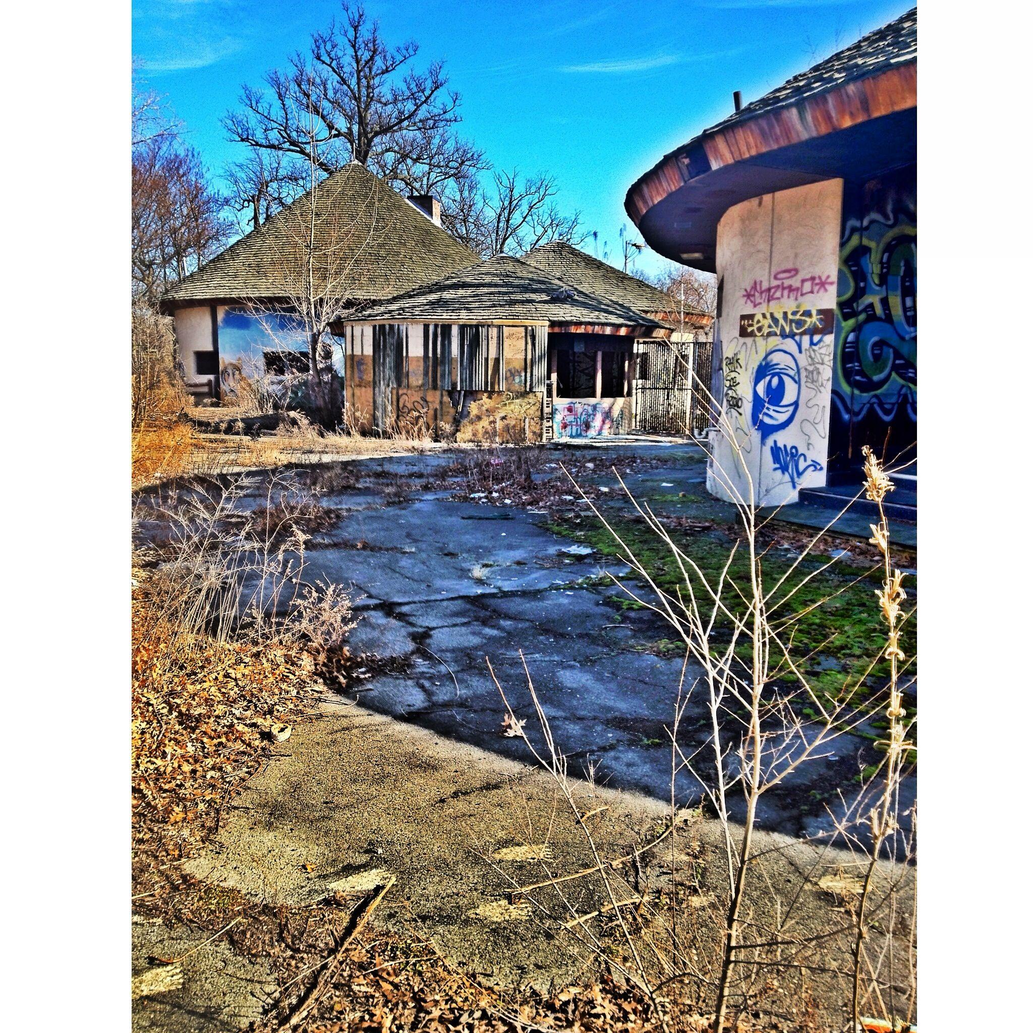Abandoned Belle Isle Zoo.